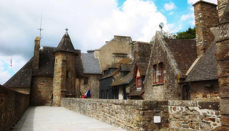 Stroll around the Mont Saint Michel village