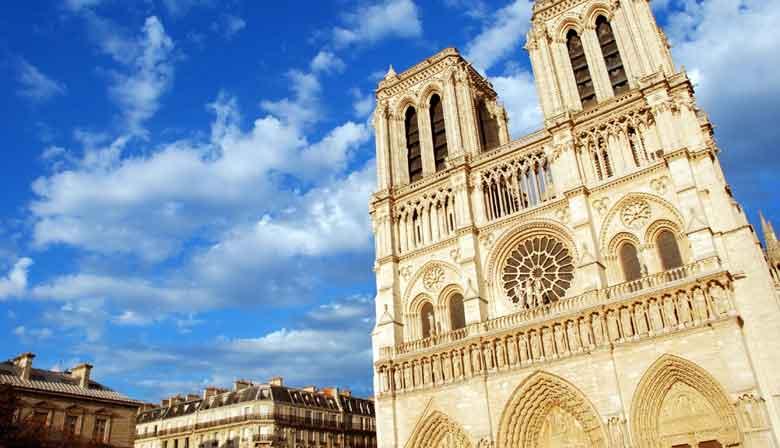 Hop auf Hop weg, um Notre Dame zu sehen