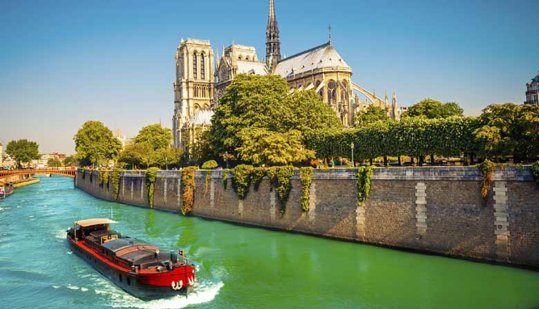 Cruise on the Seine along Notre Dame