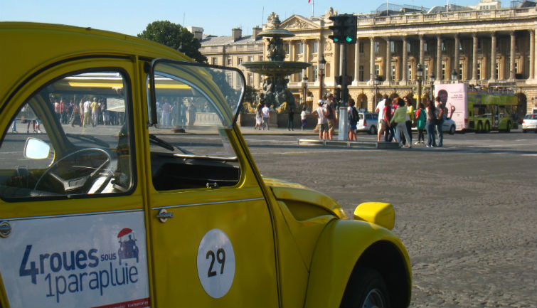 Private tour in vintage 2CV : Paris Highlights  45 min