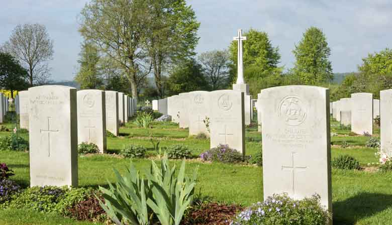 Discover the first world war cemetery of the Somme