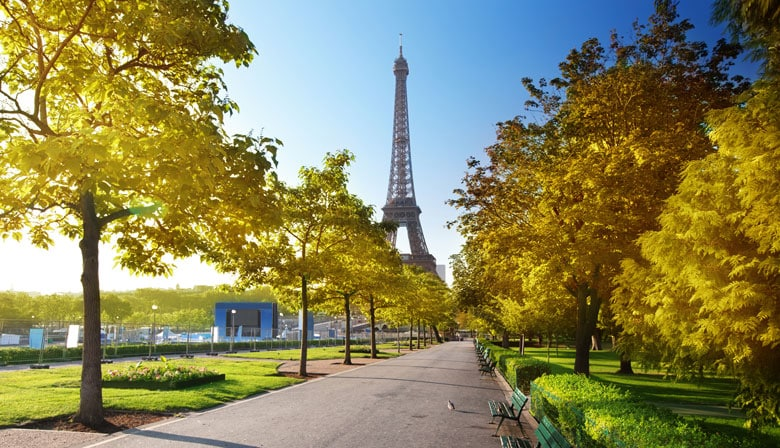Discover the areas surrounding the Eiffel Tower