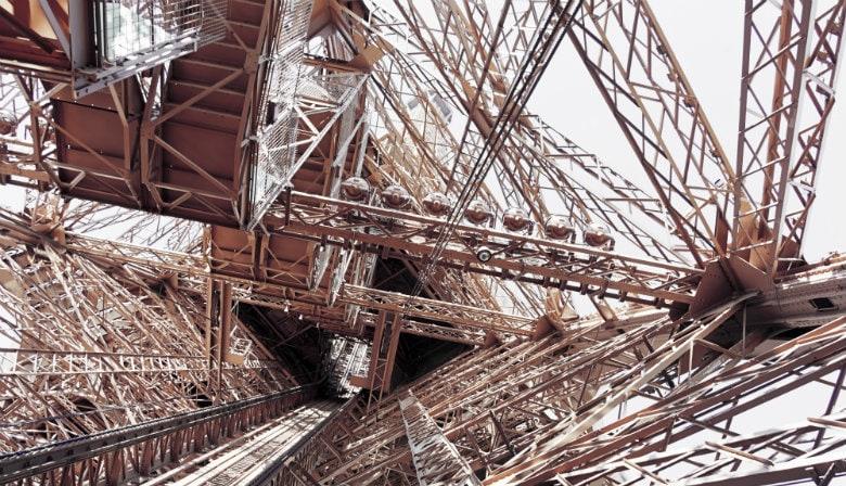Fahren Sie auf der obersten Etage des Eiffelturms