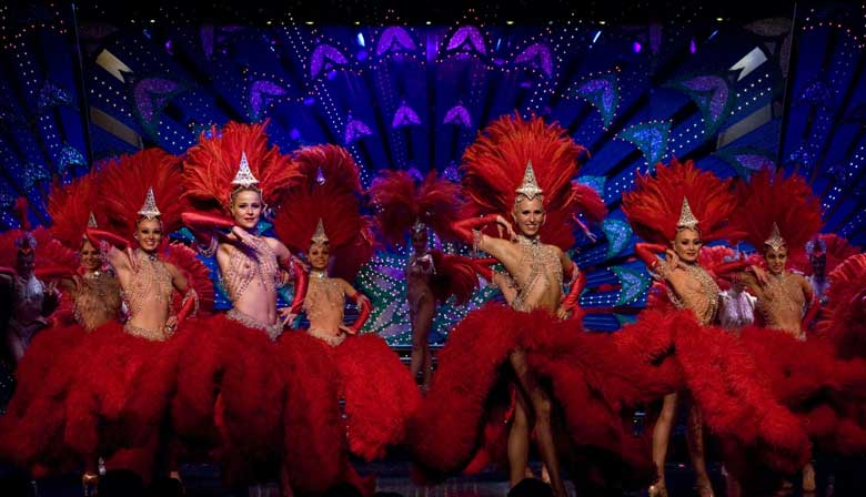 Doriss girls de rojo en el Moulin Rouge