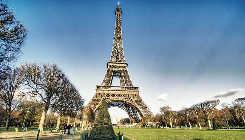 Eiffel Tower Ticket with Priority Access and Audio Guide, Meal included
