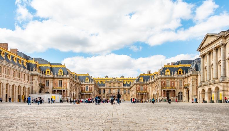 L'entrée majestueuse du Château