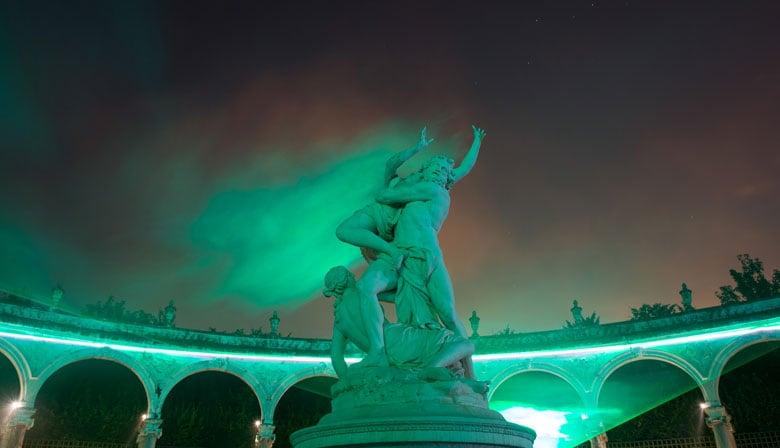 Estatuas sublimadas en el castillo de Versalles