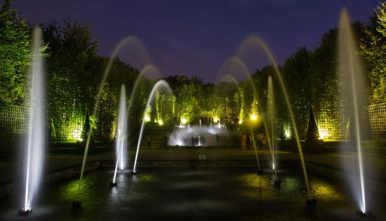 Luces verdes en las fuentes de Versalles