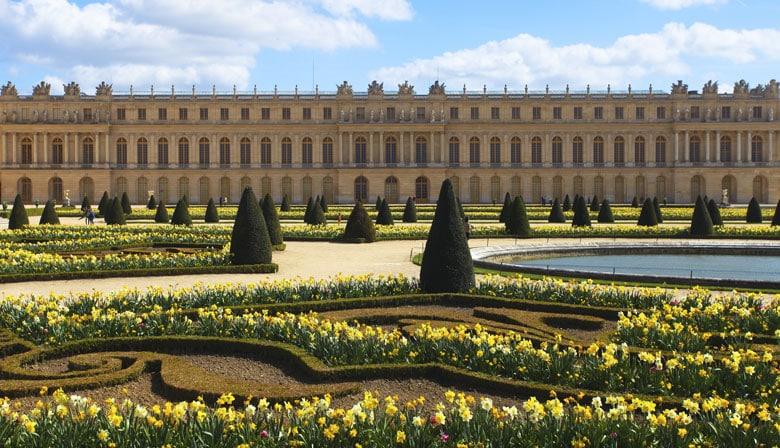 从花园观看宫殿