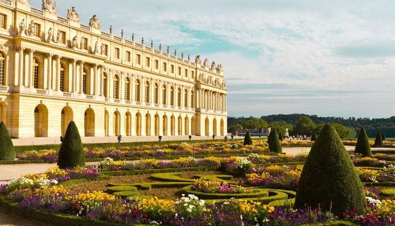 Blick auf Versailles von den Gärten aus