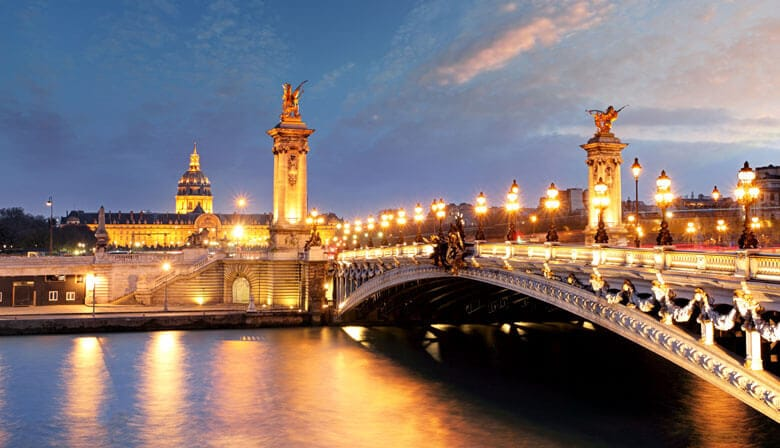 Discover the Seine river by night