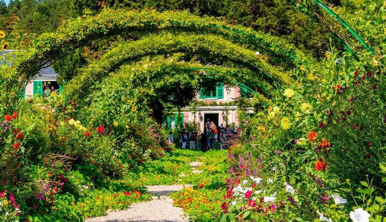 Full Day Tour of Giverny Monet's Gardens and the Impressionisms Museum from Paris