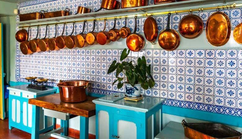 La cocina de la casa de Monet en Giverny