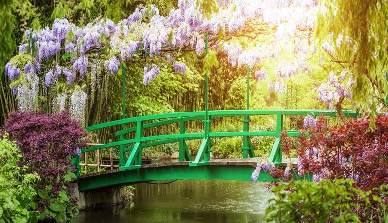 El puente japonés en los jardines de Claude Monet
