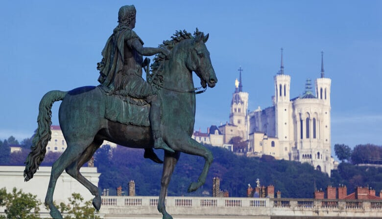 Meet your Localers guide at Place Bellecour