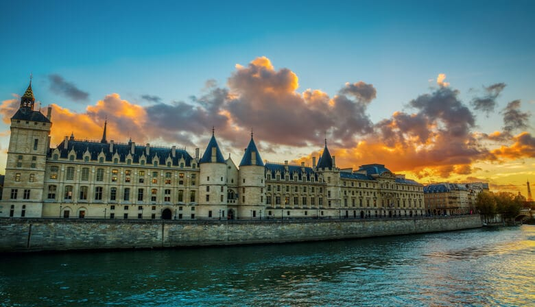 The queen has been imprisoned in the Conciergerie
