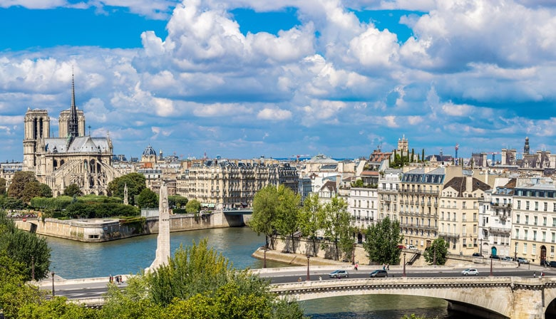 Paris City Tour, Lunch Cruise, Fly over Paris in Virtual Reality from Disneyland Paris (9:45 am New Port Bay Club Hotel/ 10:15 Vienna House Dream Castle Hotel)