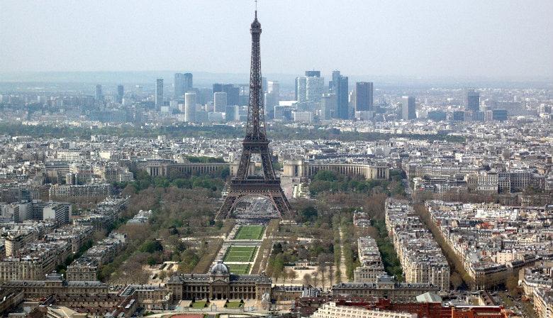 Torre Eiffel y vista de París