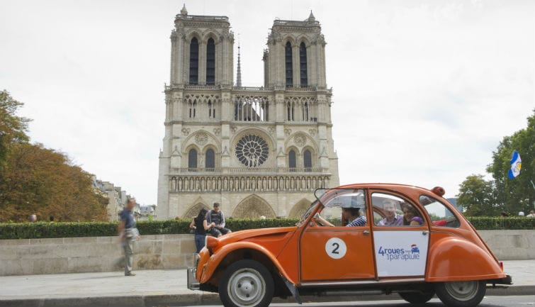 Private tour in vintage 2CV : Paris Highlights  3H00