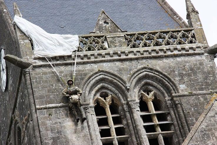Descubra A Aldeia De Sainte Mère Eglise Na Normandia Pariscityvision