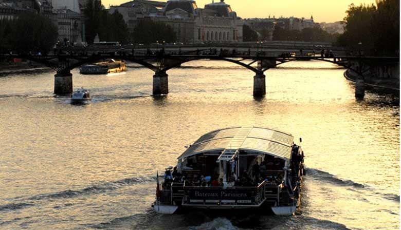 Dinner Cruise on the Seine River and Eiffel Tower 2nd Floor with Priority Access