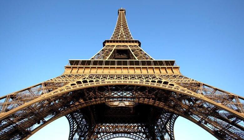 Suba ao segundo andar da Torre Eiffel