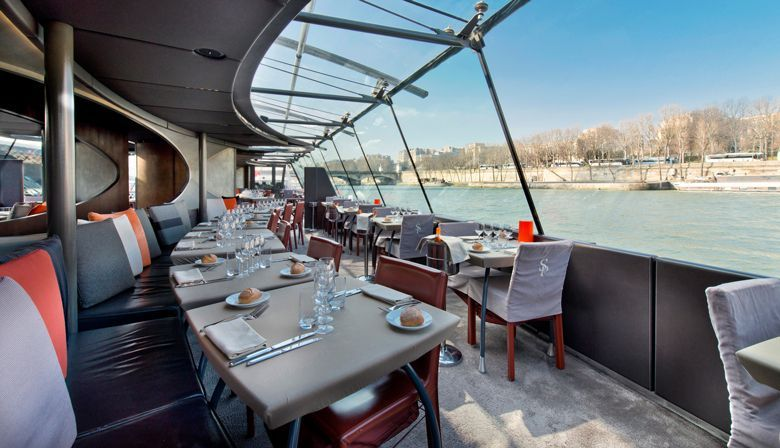 Enjoy a lunch cruise onboard the Bateaux Parisiens