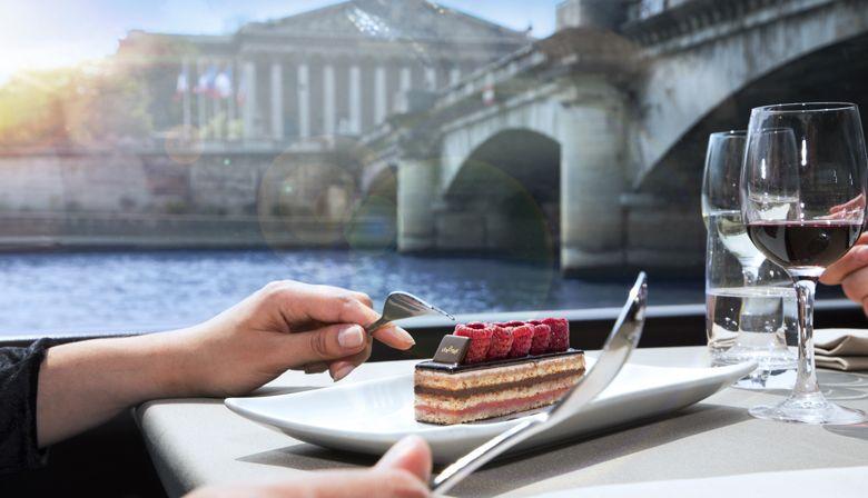 Almoço cruzeiro com vista sobre os monumentos