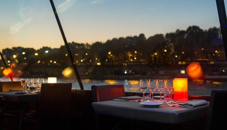 Jantar cruzeiro a bordo dos Bateaux Parisiens
