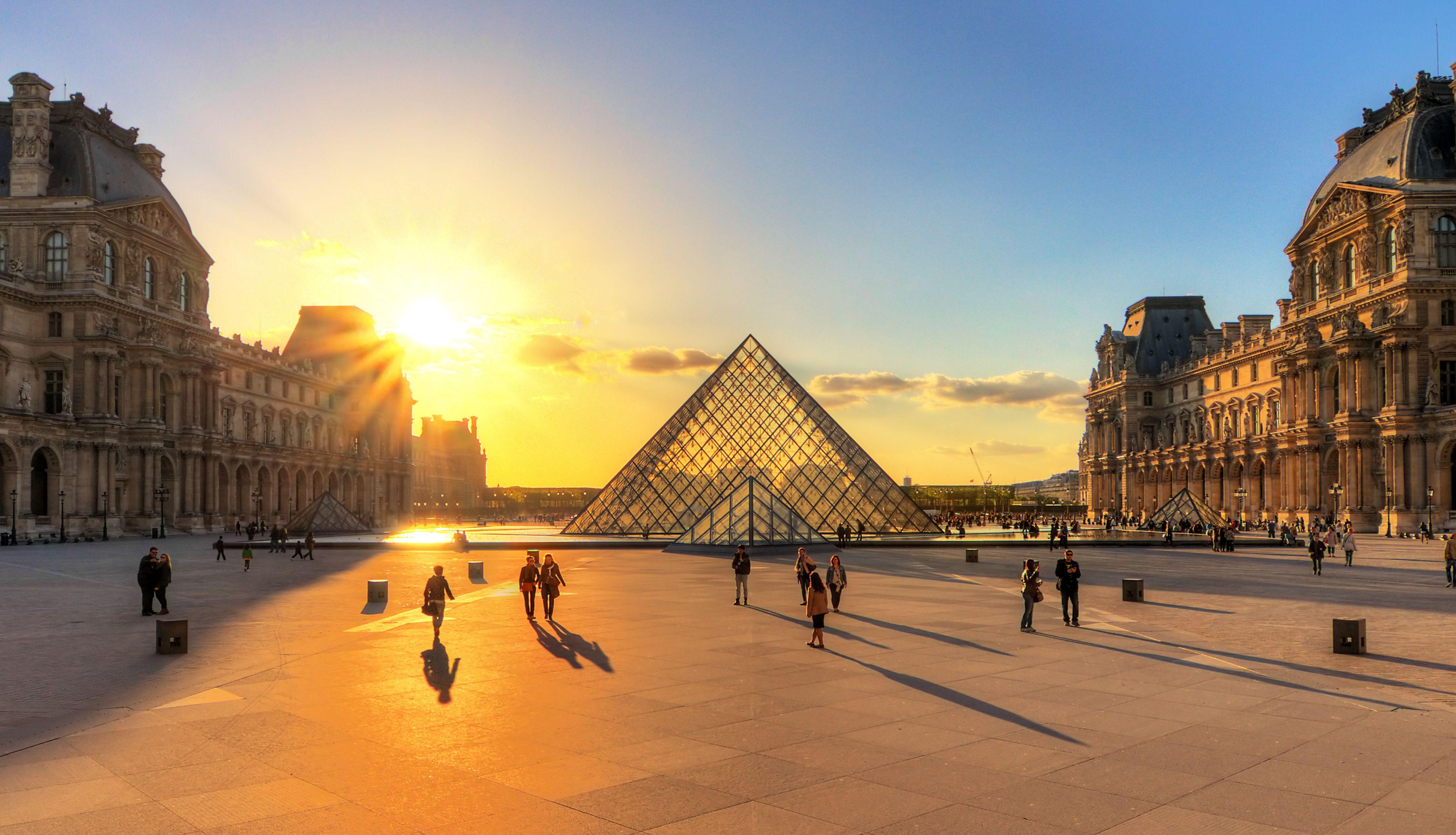 El Louvre al Crepúsculo