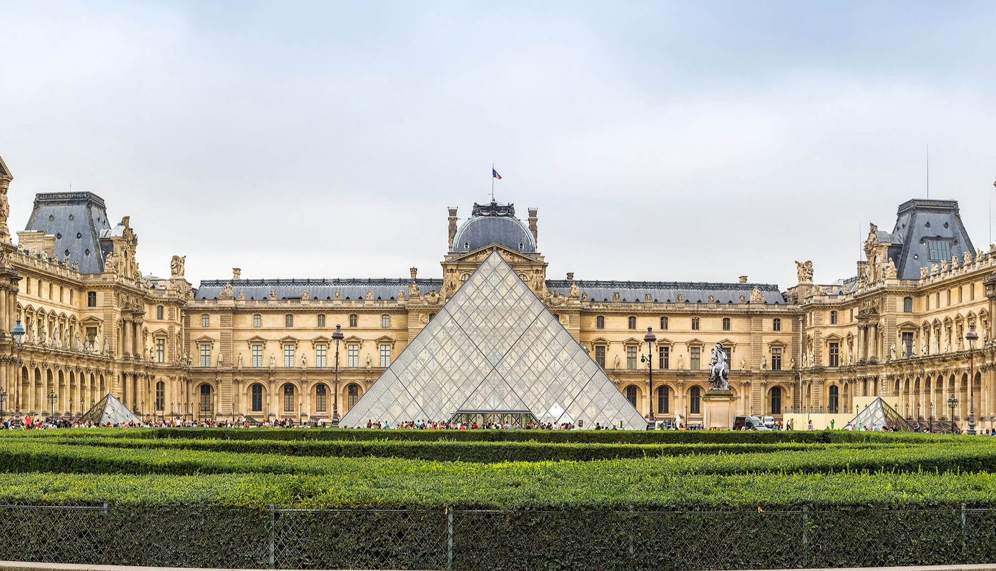Customized Louvre Museum Guided Tour in a Private Group (1-4 people)