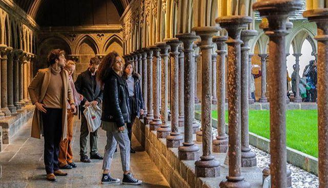 Visitar o claustro de Mont Saint Michel com um guia