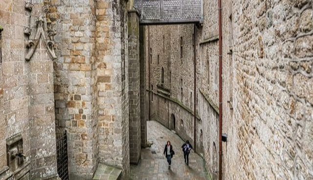 Walk through the Mont Saint Michel village