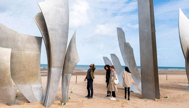 Guided Tour of Normandy D-Day Beaches from Paris, Lunch included