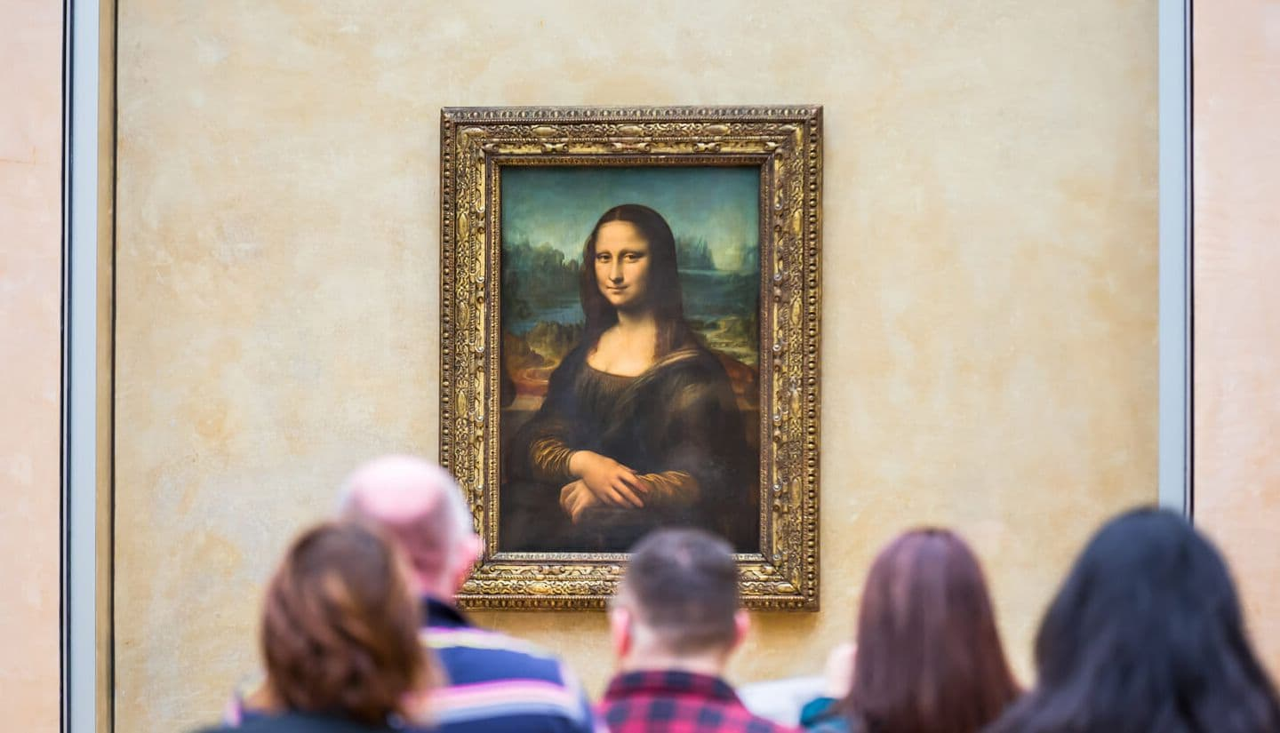 Mona Lisa painting inside the Louvre museum