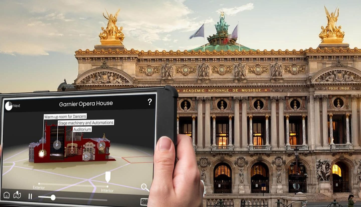 Opera Garnier through HistoPad tablet