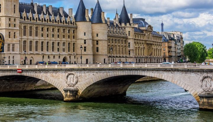 Enjoy a pleasant Seine cruise in Paris