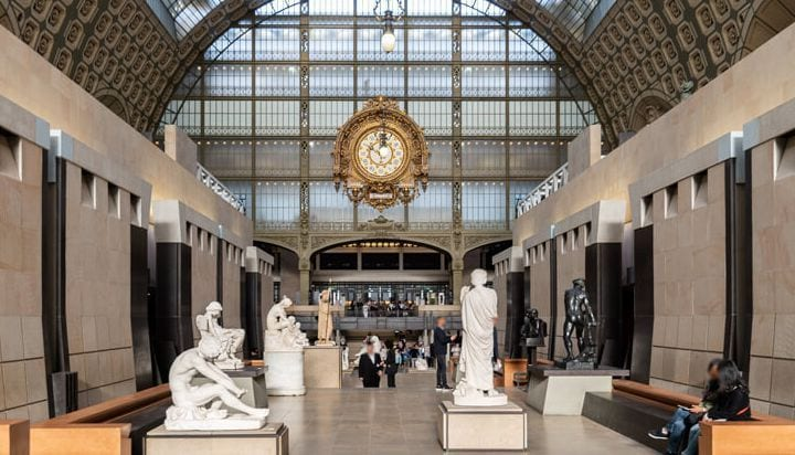 Dentro do Musée d'Orsay em Paris