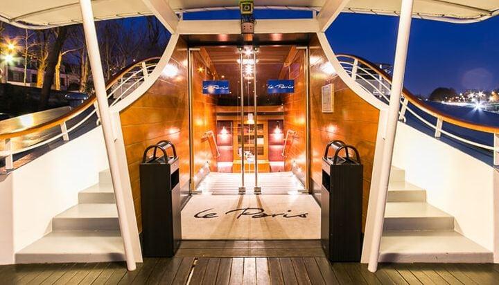 Einfahrt des Schiffes von der Pariser Seine aus