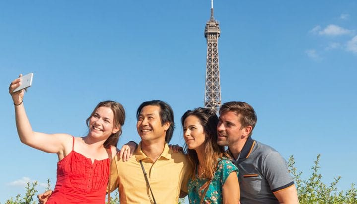 Friends picture in front of the Eiffel Tower