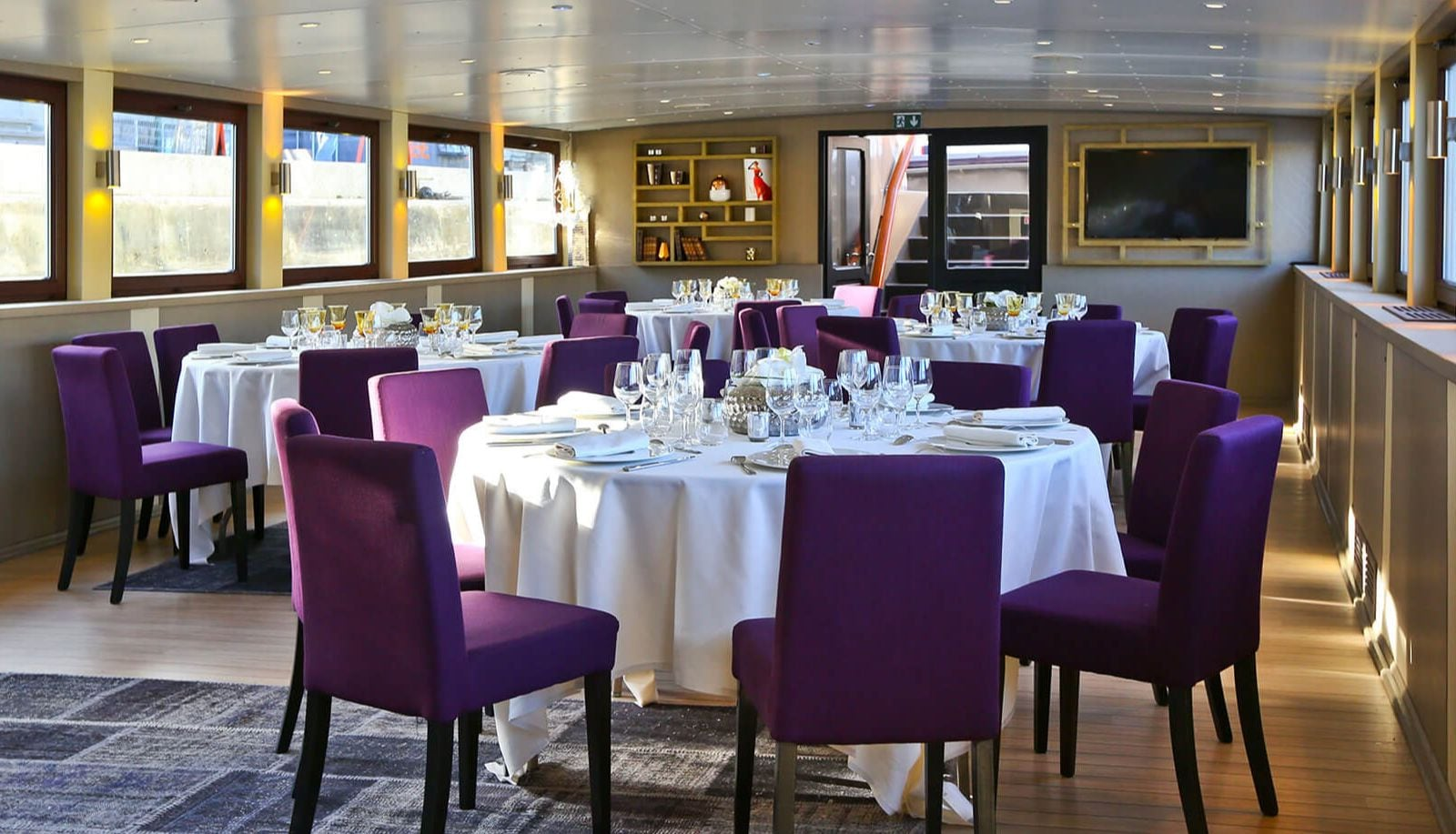 Dinner on L'instant by Le Paris boat