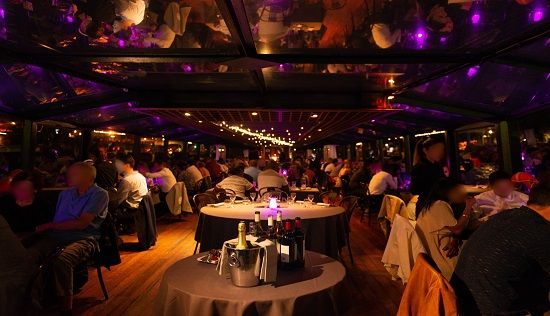 Diner cruise on the Seine