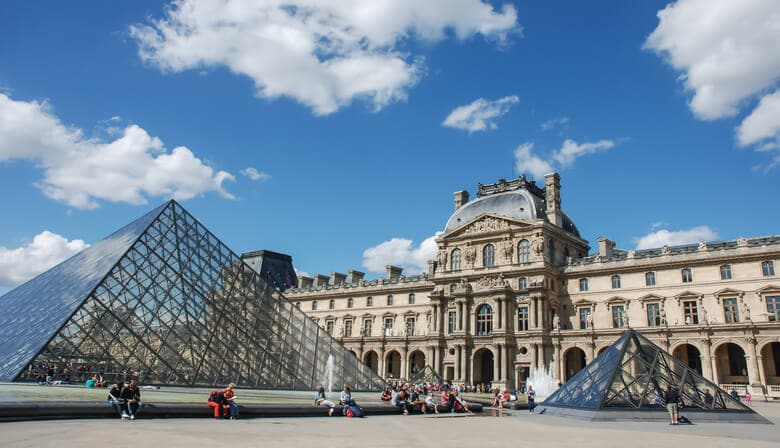 Guided small-group walking tour through the Paris of Marie-Antoinette