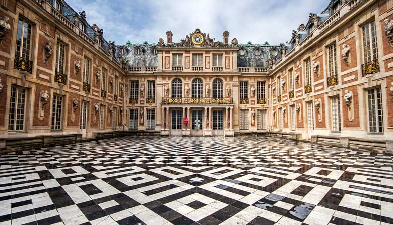 Audio-Guided Visit of the Palace of Versailles with Priority Access and Breakfast at