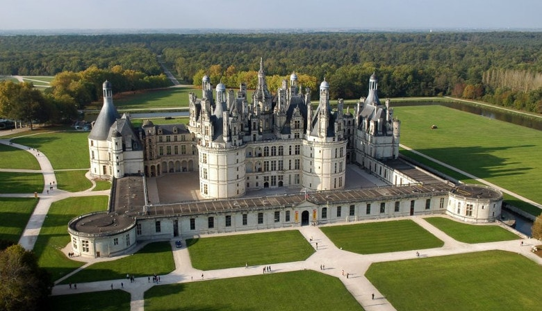 Day wine and food tour to the Loire Castles region