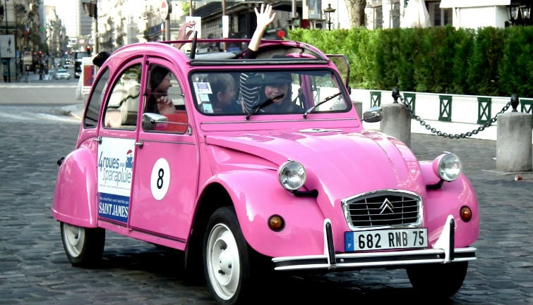 Private tour in vintage 2CV : Secret Paris Private Tour 3h00