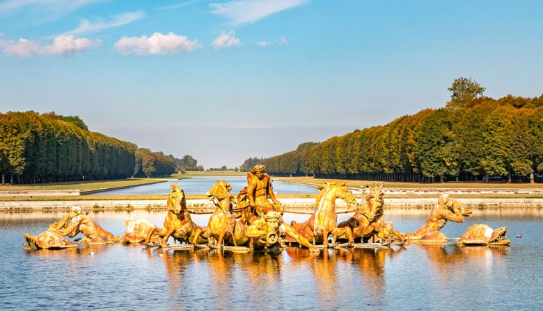 Visit the National Estate of Versailles: The Palace, Gardens and Trianons from Paris