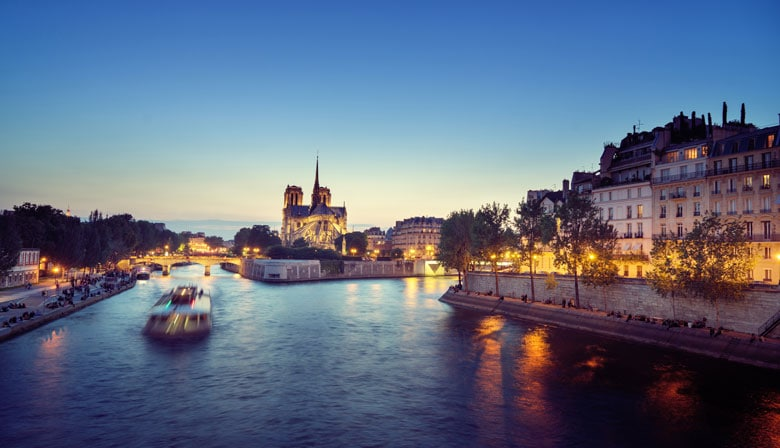 "Dinner at ""Les Ombres"" restaurant and a cruise on the Seine"