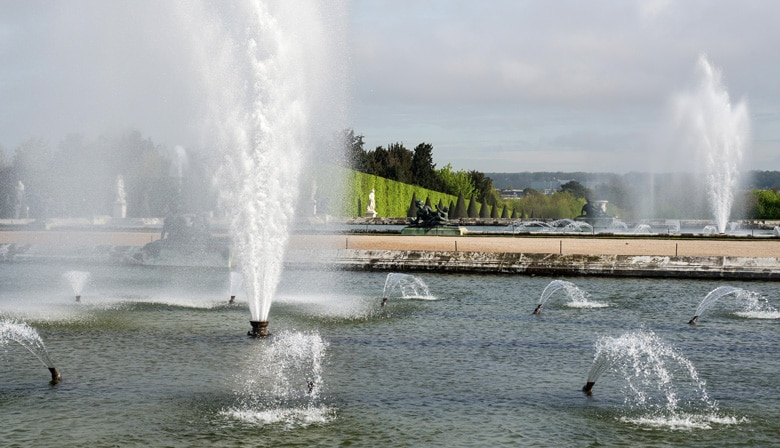 Half Day Guided Tour of the Palace of Versailles and the Musical Fountains Show with Priority Access